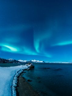 Northern lights, shades of blue