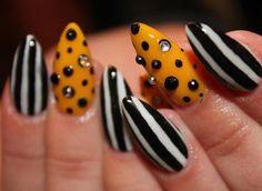 36 Beautiful Modern Nails With Bombastic Design #nail #unhas #unha #nails #unhasdecoradas #nailart #preto #black #branco #white #amarelo #yellow