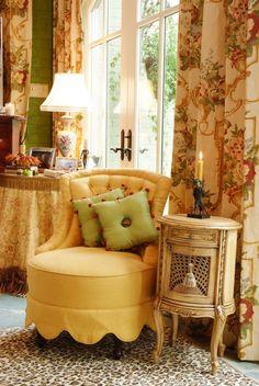 yellow living room idea