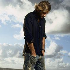 LOST photos | Josh Holloway, Sawyer, from ABC's LOST TV series iPad wallpaper.