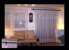 """Cortina de visillo bordado confeccionados en tablas grandes y montados en conjunto de forja negro; La cortina esta combinada con 4 estores """"Paqueto"""" (Fotos anteriores)."""