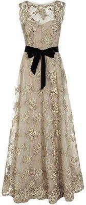 monique lhuillier, wedding dressses, vintage weddings, vintage lace, ribbon