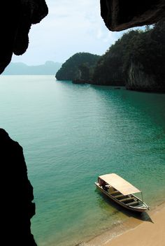 Getting stranded on a deserted island has never looked better. (@Four Seasons Resort Langkawi, Malaysia)