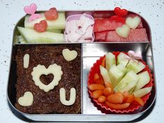 {I Heart You Lunch} What a cute blog! Full of lunchbox ideas.