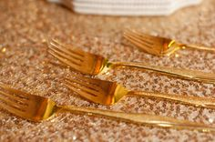 gold weddings, gold utensil, glorious gold, wedding ideas, deco idea, golden age, gold feather, golden touch