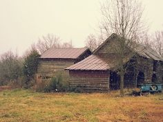 borrowed this from Daniel...Snowing on this lovely old barn
