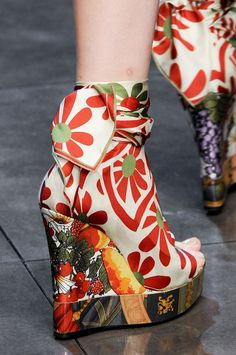 Seriously cool patterned DandG platform shoes. Wow!