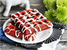 Red Velvet Waffle: Your waffle iron won't know what hit it when you pour this batter in.  http://www.ivillage.com/22-mouth-watering-red-velvet-recipes/3-a-540263 sweet, red velvet recipes, valentine day, chees glaze, breakfast, food, yummi, red velvet waffles, cream chees