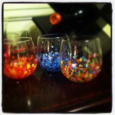 DIY Anthropologie-inspired confetti wine glasses #diy #craft #anthropologie - Sweet Caroline blog