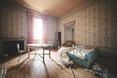 castle bed Haunting photos of abandoned castles