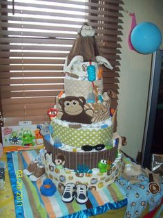 Diaper cake for a boy. Loved makign this. enough diapers to last 3 months!  http://craftdonkey.blogspot.com/