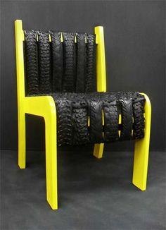 Cadeira feita com tiras de pneu