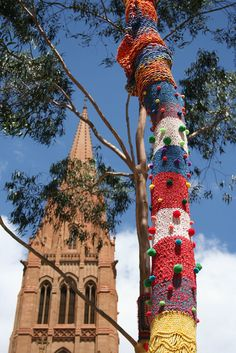 Yarn bomb with St. Paul's Cathedral in the background | Flickr – Compartilhamento de fotos!