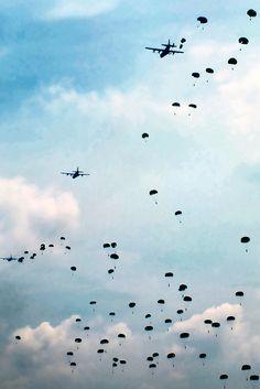 Paratrooper skydiving