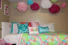Prep Avenue: 2 Preps & a Dorm Room - Wonderful dorm, such cute ideas! Love the fluff balls!