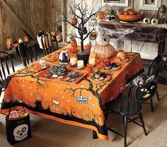 halloween table.