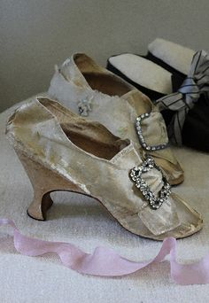 Pair of Cream Bridal Shoes With Buckles at Toes, 1773
