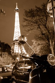 #ridecolorfully with my vespa to the Eiffel Tower
