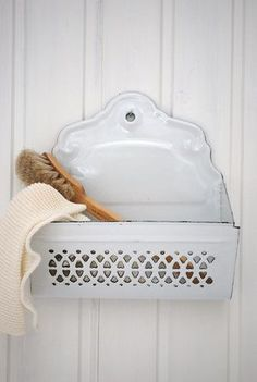 In Style.  Scrub brush & white utensil holder.