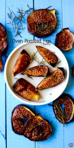 Simple Oven Roasted Figs couldn't be easier! Put the figs in oven and forget them for 40 min! Cinnamon, rosemary and honey make these really addictive! | giverecipe.com | #fig #figseason #figdessert #figrecipes #roastedfig #easydessert