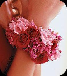 prom-bracelet pink flowers, flower bangl, fresh floral bracelets, floral arrang, corsage bracelet, flower corsag, corsag bracelet, red roses, fresh flowers