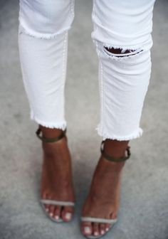 Ahhh..what a good tan does for white pants…!! #shopdailychic