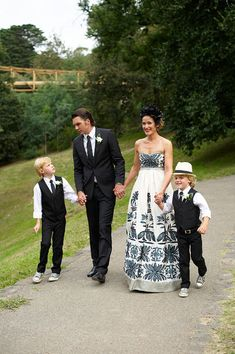 A Black and White Collette Dinnigan Dress for a Relaxed, Family Australian Wedding... second time around dress or vow renewal perfect..