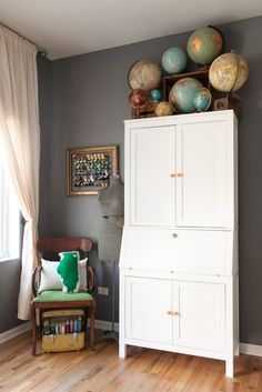 Elizabeth's Color-Filled Apartment House Tour | Apartment Therapy