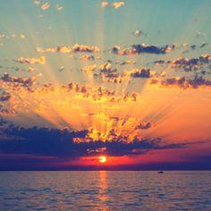 I love sunsets and sunrises<3