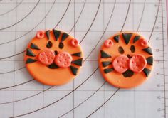 How to make Tiger cupcake toppers • CakeJournal.com
