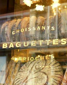 croissants baguettes brioches..