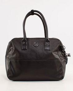 Great Lululemon gym bag for a city girl on the go.