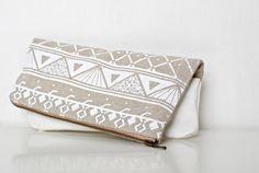 Triangle Printed Leather Pouch white  No. ZP-601 / Coriumi