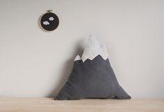Easy mountain pillow DIY