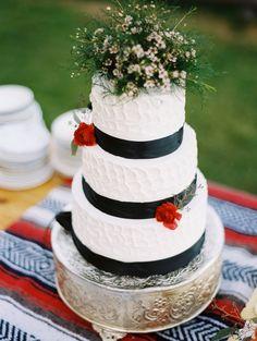 black and white wedding cake // photo by MastinStudio.com // cake by Sugar-Baby-Cakes.com