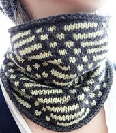 Mosaic Cowl by liZKnits. FREE Pattern. The mosaic looks difficult, but it's not. The colorwork is done with slipped stitches. Knit only one color at a time. Only need to weave in just 4 ends when completed. Thinking a self-striping or variegated yarn would make this cowl pop.