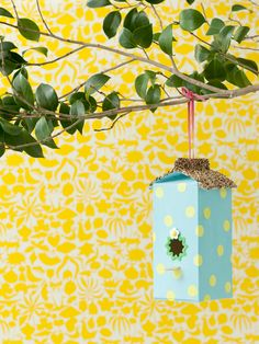 Nichoir à oiseau avec brique de lait ou de jus d'orange