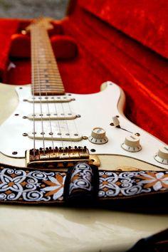 Guitar / Guitarra