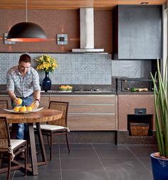 Confira exemplos de churrasqueiras e forno de pizza que o Casa.com.br separou para te inspirar a equipar a área externa da sua residência. http://leroy.co/1qqgHC2