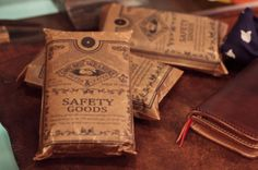 brown paper bags, graphic, brown paper packages
