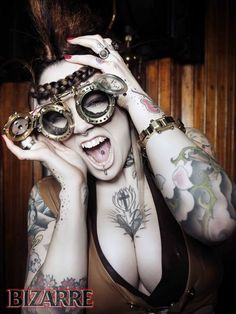 How to make a Steampunk Outfit - Stitch Rippers - Tearing up Style - DIY Fashion  Nice cleavage ;).