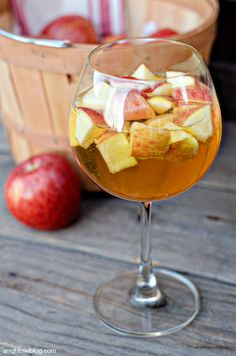 Caramel Apple Sangria {and 10 more delicious Halloween Cocktails}