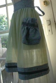 Summertime Aprons: DIY Apron Patterns for Women - Parrotized