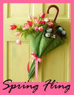 Spring decorating: umbrella door hanging #umbrella #springdecor #doorhanging