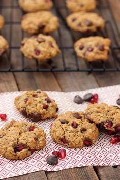 Pomegranate Chocolate Chip Oatmeal Cookies (Gluten-Free and Vegan) // www.tasty-yummies.com
