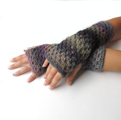 Fingerless gloves Fingerless mittens Gray Crochet by JPwithLove, $34.00 #gloves #fingerless #gray #modern