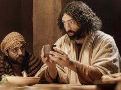 Free Bible images of Jesus at the last supper with His disciples.  – Matthew 26:17-35, Mark 14:12-31, Luke 22:7-38, John 13:18-38