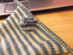 Easy flat knit fingerless glove pattern!