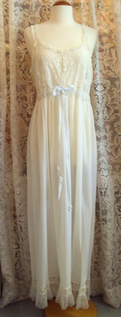 Vintage White Lace Nightgown, 1960-70. RetroRosiesVintage on Etsy.