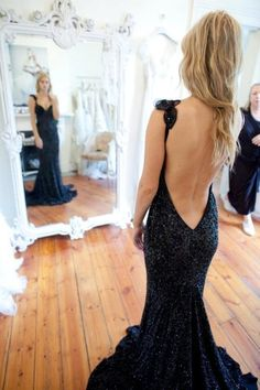 The silhouette of this dress is amazing fitting the body perfectly. Also, the open back looks classy and elegant.